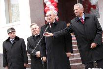 Мэр Запорожья Евгений Карташов на открытии нового офиса КПУ в Жовтневомрайоне.