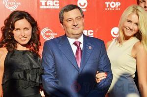 9.Губернатор Одесской области Эдуард Матвийчук с супругой и дочерью.