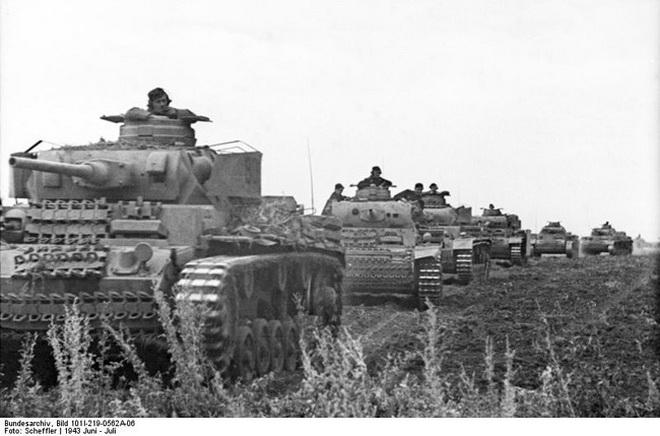 Russland, Kolonne mit Panzer III