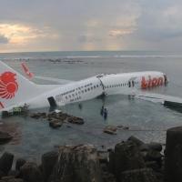 ВОЗДУХОПЛАВАЮЩИЕ.  Как приводняются пассажирские самолеты. 15 фото