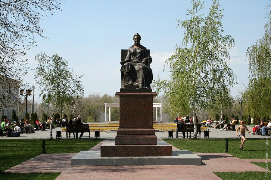 0.Памятник Екатерине Второй в парке ее имени