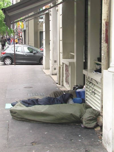 Бездомные в Париже