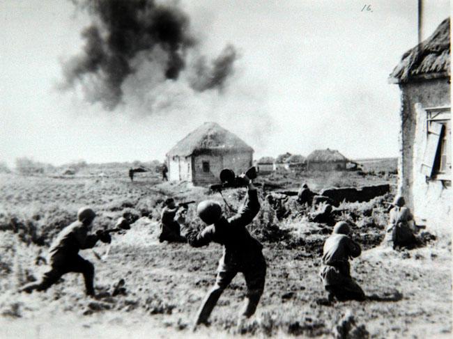 Бой в районе станции Терновая. Юго-Западный фронт. 1942г. Фотограф С. Альперин