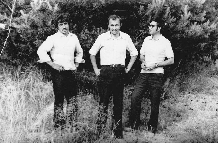 Фото из архива. Евгений Муравлев - справа. В центре - Александр Максаков
