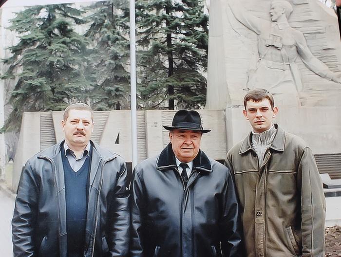 Иван Еременко с сыном и внуком