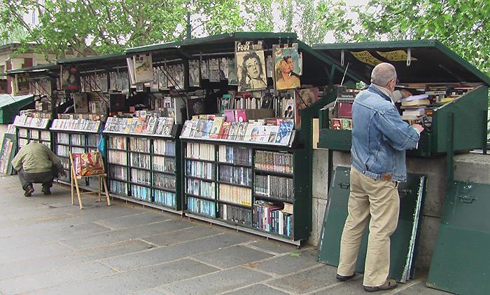У уличных букинистов можно купить редкие книги