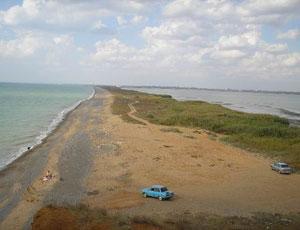 Слева – Черное море, справа – озеро Кызыл-Яр