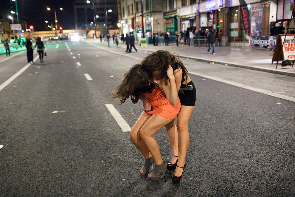 Пародии пьяные девушки на улицах фото гимнастика голом