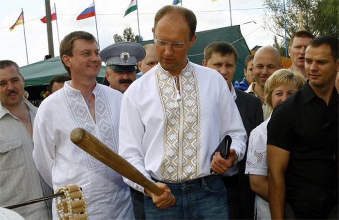 БУДУЩИЙ ПРЕМЬЕР-МИНИСТР С ОРУДИЕМ  ТРУДА