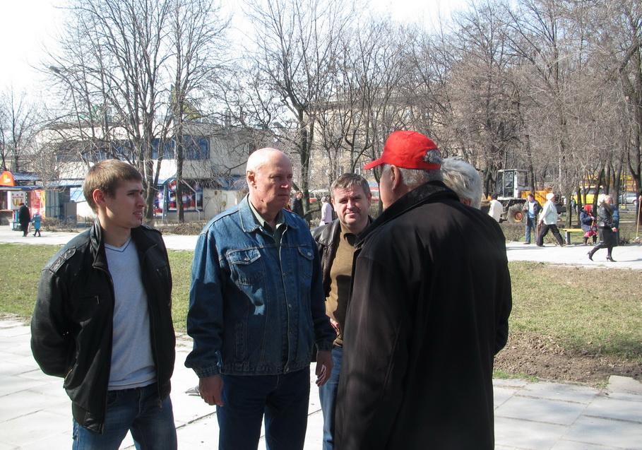 Василий Варецкий (в центре)