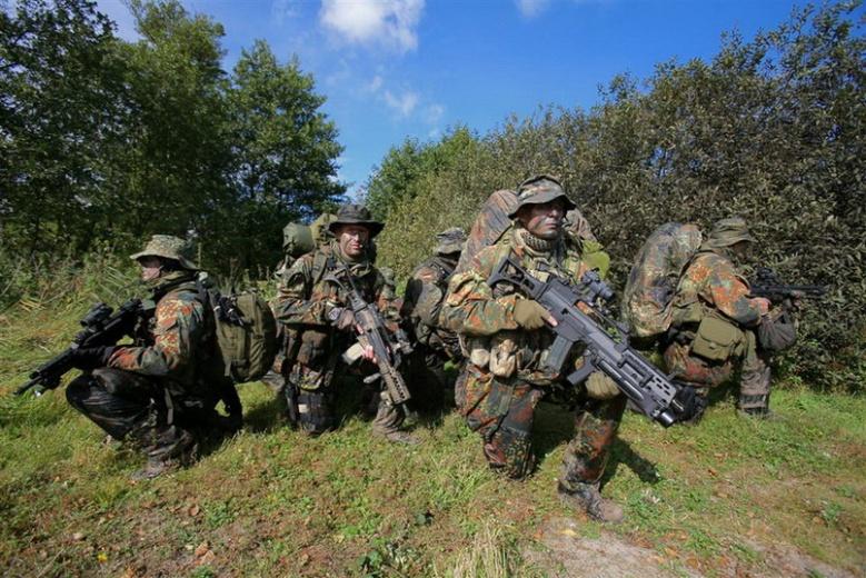 SEKM Soldaten während einer Anlandungsübung in der Nähe von Eckernförde