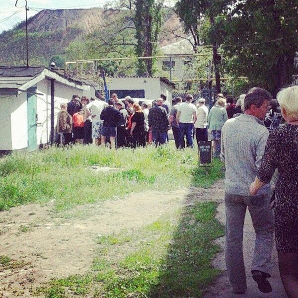 Кое-где голосование проводили в гаражах - ноу-хау сепаратистов Донбасса