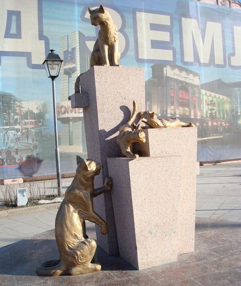 Памятникам кошкам в Тюмени в честь кошачьих героев, отправленных в блокадный Ленинград