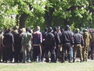 Милиция общается с боевиками накануне бойни