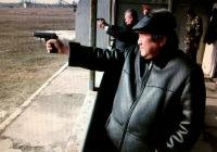 Син с пистолетом
