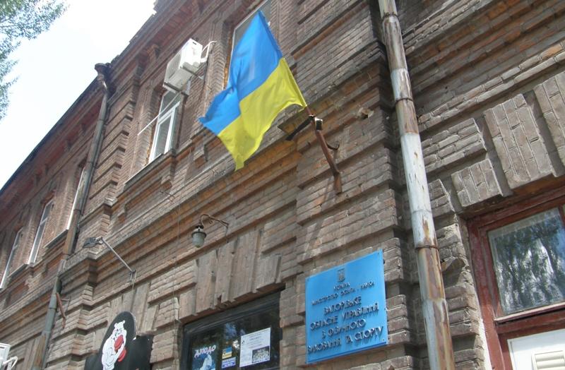 Облуправление спорта. Начальник Лобанов. Как и положено - Флаг и траурная лента.