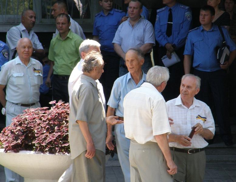 Ветераны запорожской милиции. В центре - подполковник милиции в отставке Анатолий Рожков