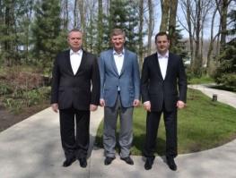 Слева направо: Пеклушенко, Ахметов, Шурма - новая партия