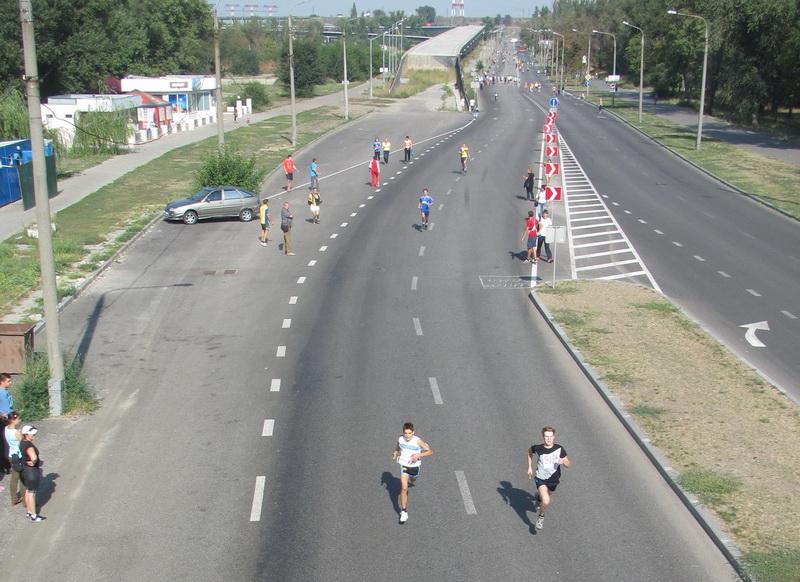 15.бегуны преодолевают финальные участок