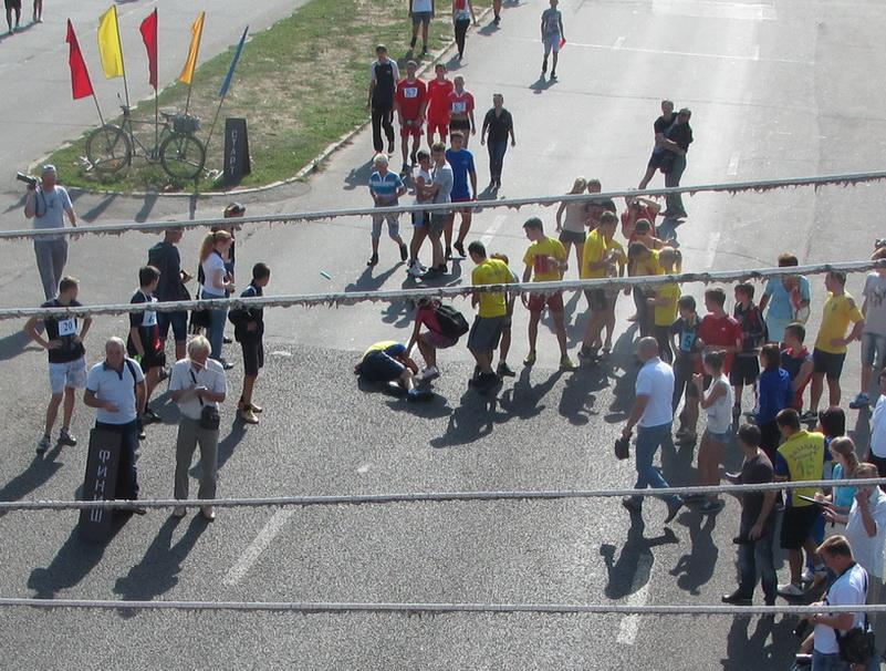 Одному из спортсменов стало плохо, но все обошлось, благо рядом были врачи и карета скорой помощи
