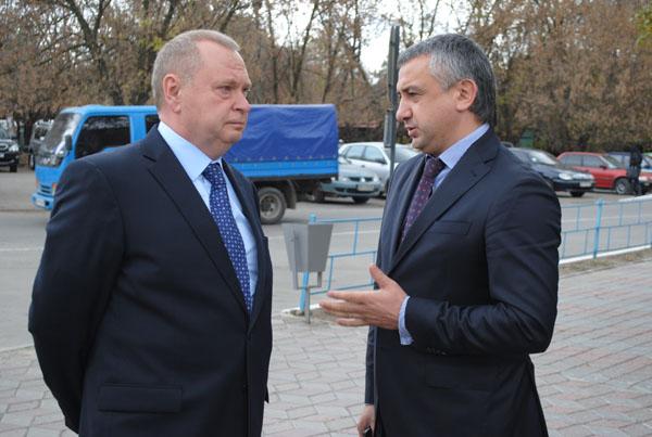 тогдашний губернатор Пеклушенко и главврач Шишка