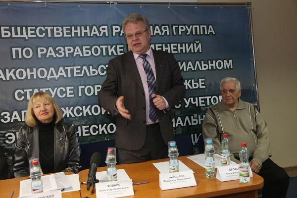 Слева - Игорь Ерохов