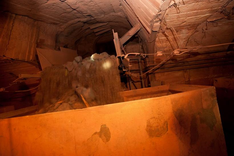 Загрузка добытой руды в шахте