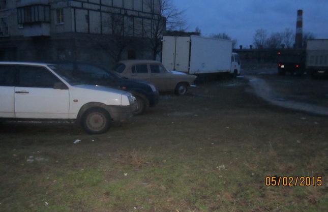 Стоянки на газонах ул. Товарищеская