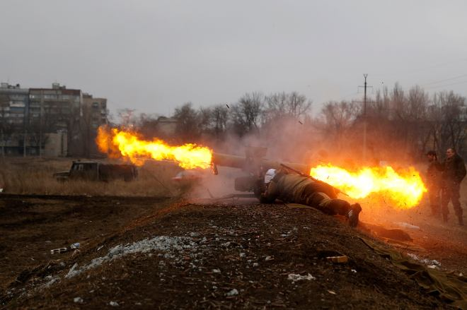 A volunteer of the separatist self-proclaimed Donetsk People's Republican guard fires a Konkurs wire-guided anti-tank missile during shooting training in Donetsk March 1, 2015. REUTERS/Baz Ratner (UKRAINE - Tags: POLITICS CIVIL UNREST CONFLICT MILITARY TPX IMAGES OF THE DAY)