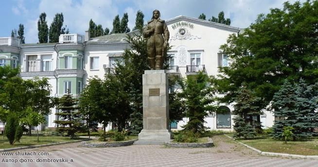 Памятник П. Осипенко в Бердянске