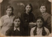 4.Ульяна Громова (первая справа)
