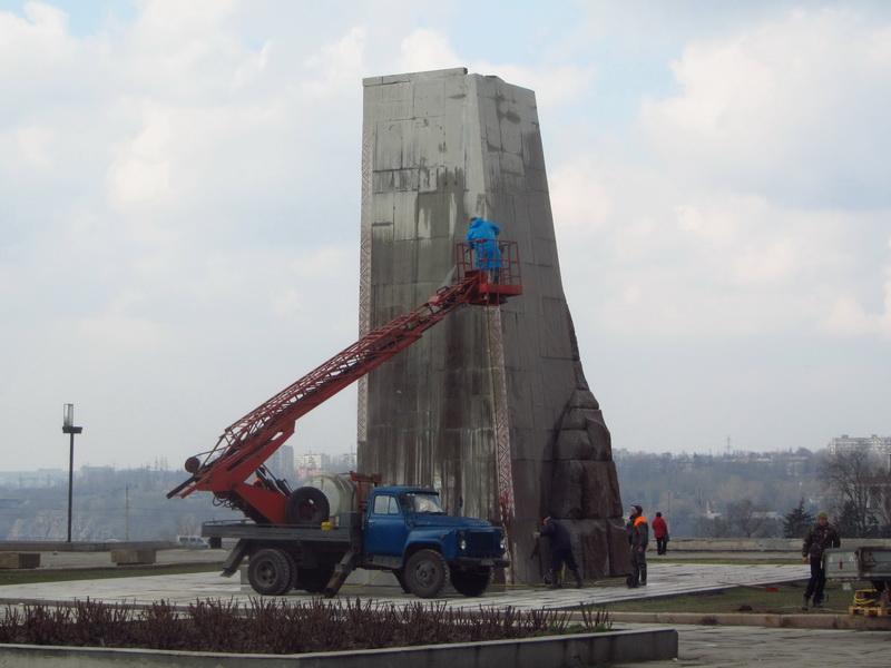 Демонтаж памятника Ленину в Запорожье. 21 марта 2016 года. Фото ВВП