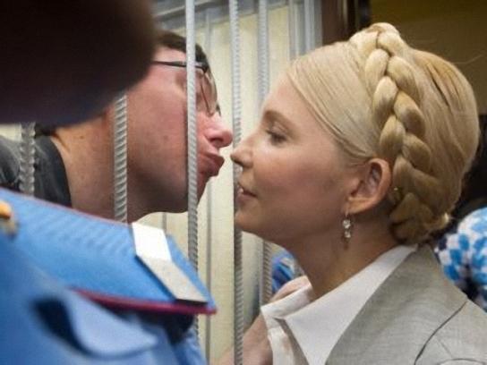Подруги экспериментируют на поцелуе фото 143-309