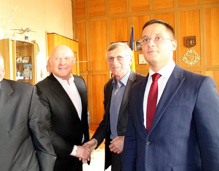 Виктор Межейко крайний справа: к посадке, как пионер, всегда готов!