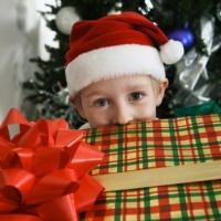 Почему святой  Николай тайно  подкладывал подарки?  История берет  начало семнадцать веков назад