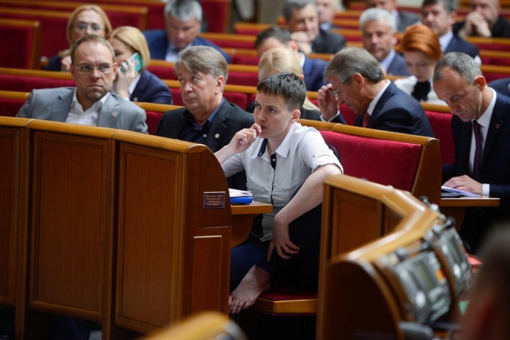 Надежда Савченко голосует ногой