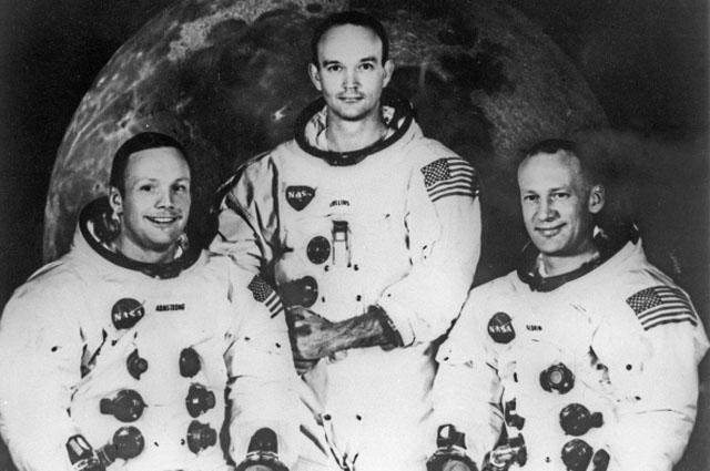 """678030 10.07.1969 Экипаж американского космического корабля """"Аполлон-11"""". Слева направо: командир корабля Нил Армстронг, пилот командного модуля Майкл Коллинз и пилот лунного модуля Эдвин Олдрин./РИА Новости"""