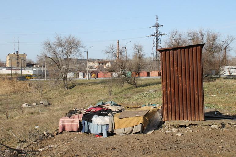 Кровать бомжей в Осипенковском микрорайоне Запорожья. Фото ВВП