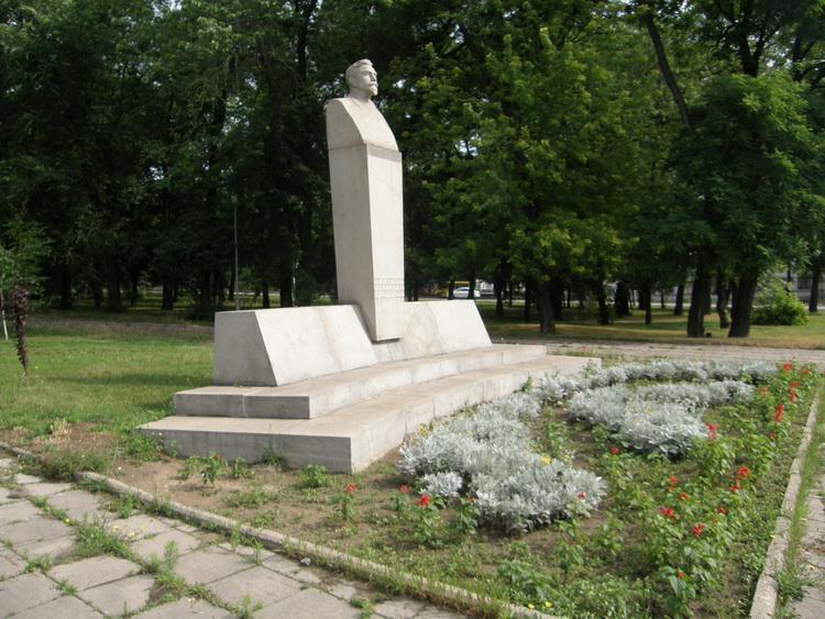 Памятник Винтеру на бульваре Винтера в Запорожье. Фото ВВП