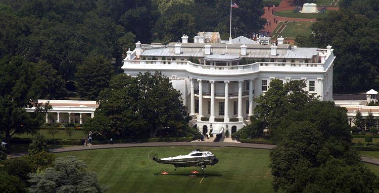 Белый дом с вертолетом