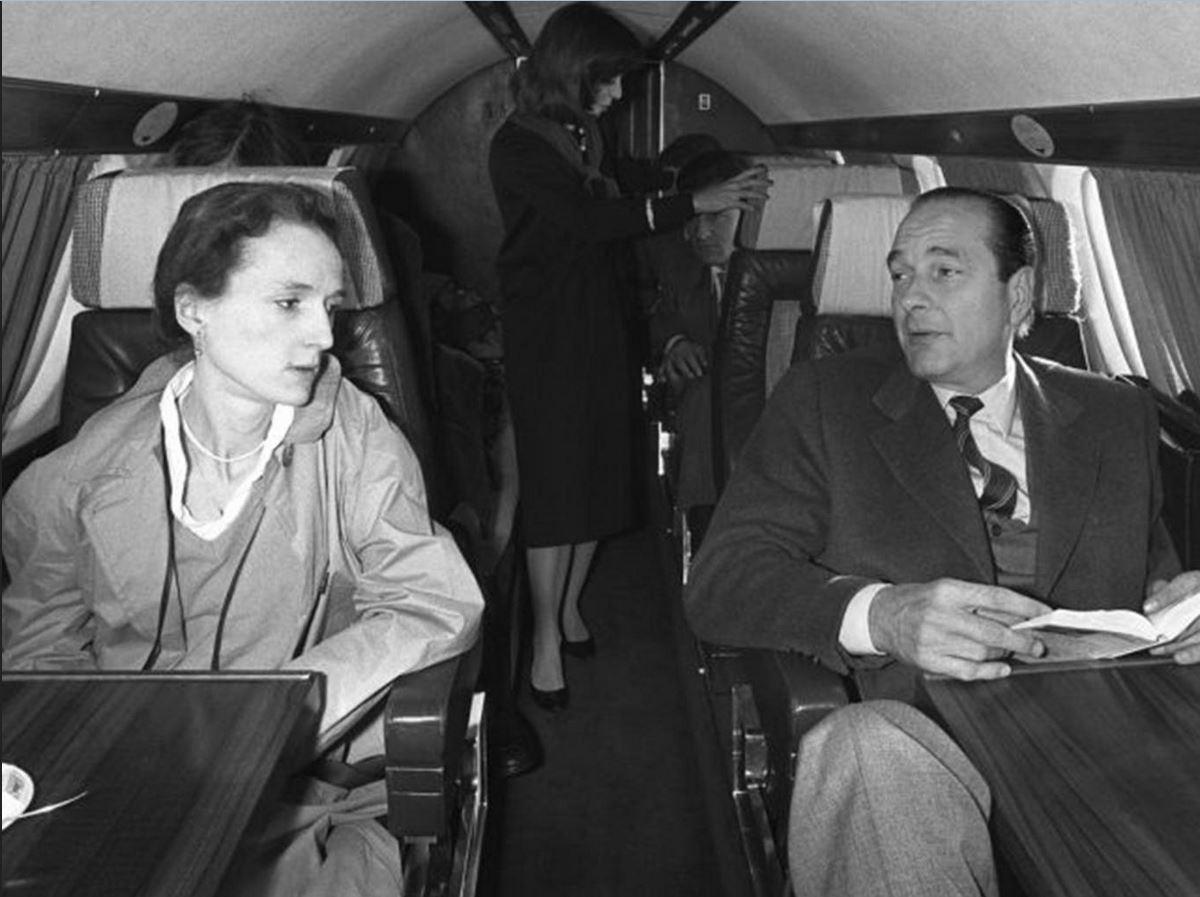 президент Ширак в самолете