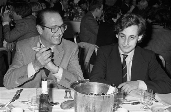 президент Ширак за столом