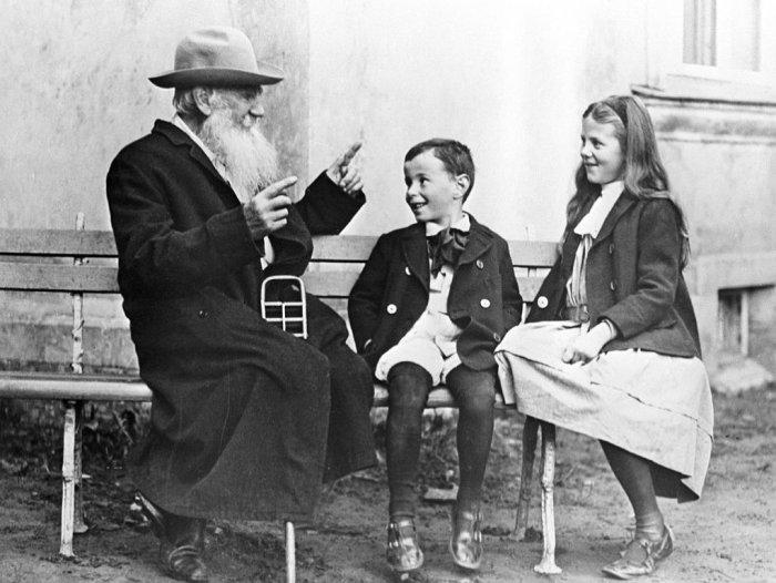 Софья Толстая с братом и легендарным дедом
