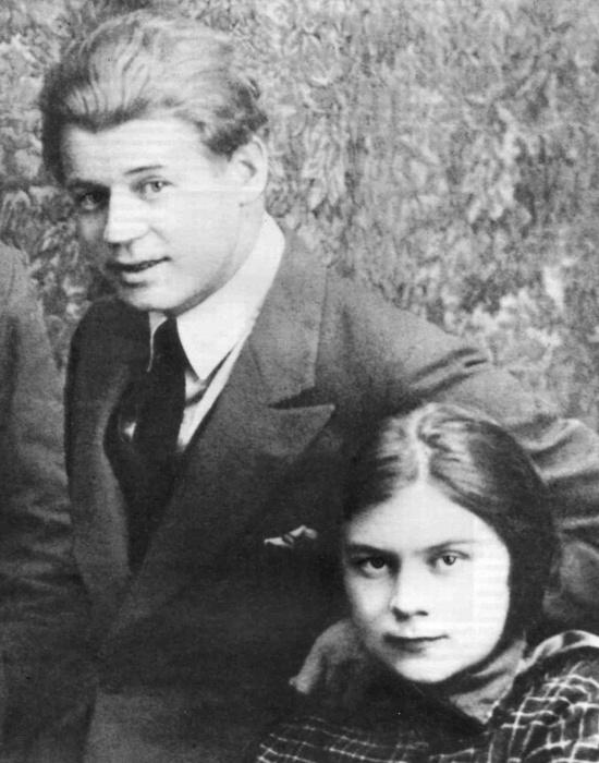 Супруги Есенин и Толстая