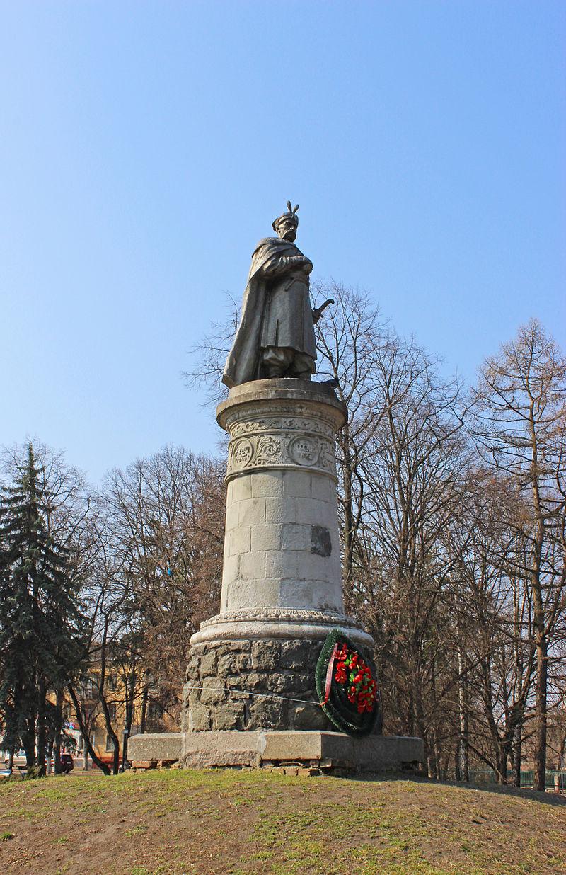 Памятник Богдану Хмельницкому Чернигов