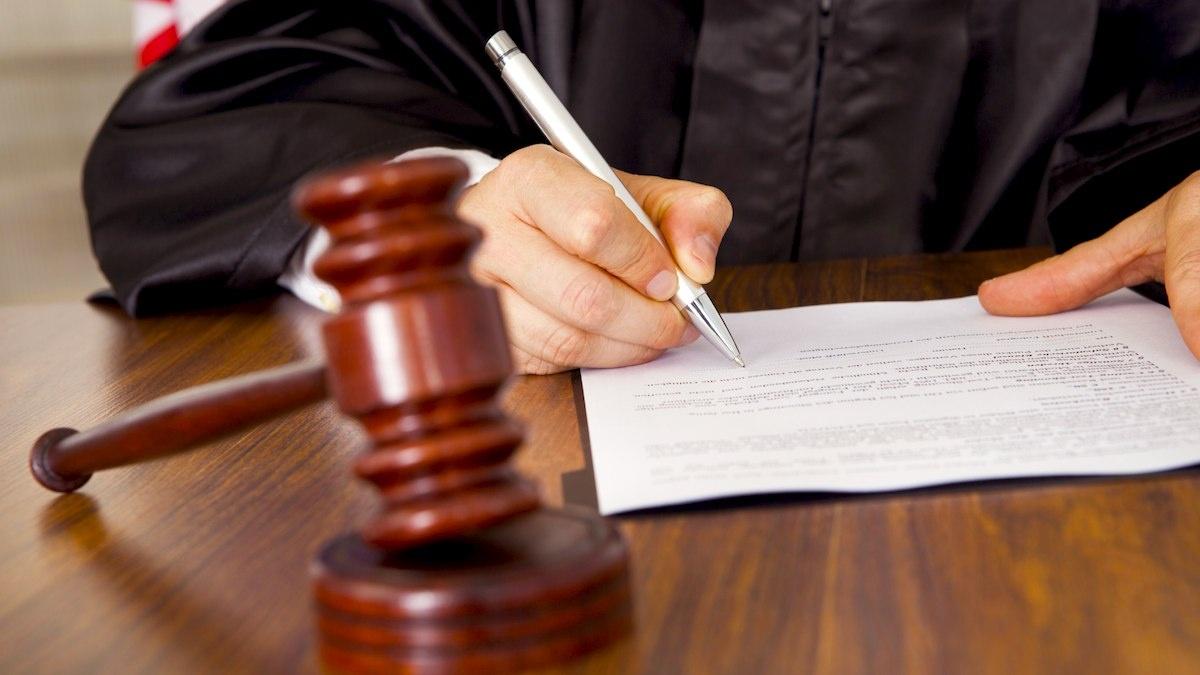 судья пишет
