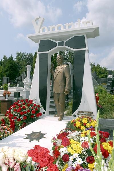 Байковое кладбище. Памятник Михаилу Воронину