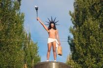 памятник Порошенко-1малый