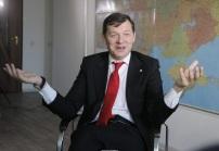 нардеп Ляшко в кресле разводит руками-0
