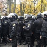 Горячая суббота: вчера активисты жгли шины под президентской администрацией, а  в городском  саду Одессы побили более 20 полицейских